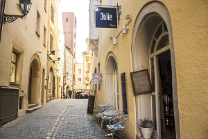 Restaurant Jolie Ltd